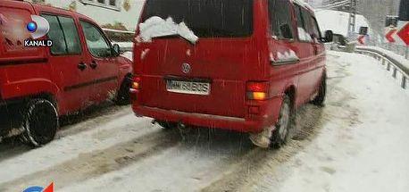 Constanta: Opt autovehicule blocate pe un drum national dupa ce un autotren a derapat, blocand ambele sensuri de mers