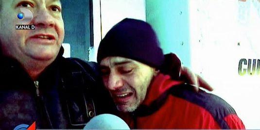 """Nu mai pot! Am inghetat de frig""! Un sofer a izbucnit in plans dupa ce echipa Stirilor Kanal D l-a salvat din nameti"