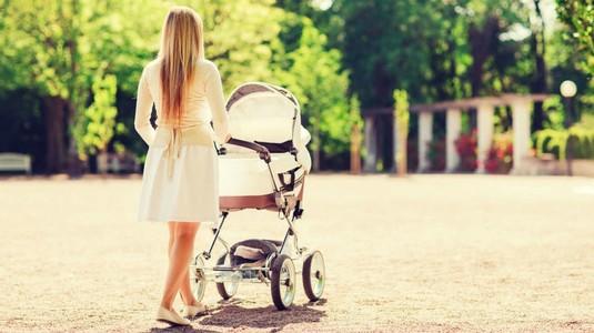 O mama isi plimba copilul printr-un parc din Satu Mare, cand s-a intampla ASTA - Doamne, ai grija mare pentru ca si tu poti pati la fel - Femeia abia a scapat cu viata