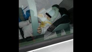 """Un bebelus a fost lasat inchis in masina de catre proprii parinti in parcarea unui mall din Cluj - Ce s-a intamplat cu micutul e ingrozitor - """"Nu e treaba voastra ce facem noi cu copilul nostru!"""""""