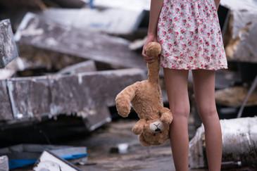 O fetita de sase ani a fost abuzata sexual de catre un copil de 12 ani. Incidentul a avut loc sub un pod din Calimanesti