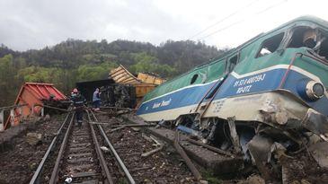 Trei vagoane ale unui tren de marfa care transporta motorina au deraiat in localitatea mehedinteana Balota