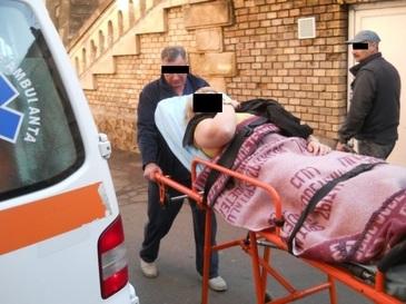 O tanara din Cluj a fost accidentata, pe trotuar, de o masina fara sofer. Soferul autoturismului sustine ca altcineva ar fi putut urca in masina lasata deschisa
