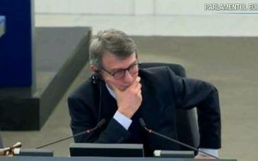 Circul din parlamentul Romaniei s-a mutat la Bruxelles! Demnitarii romani s-au facut de ras in Parlamentul European!