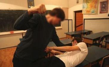 Un elev din Constanta a fost batut atat de tare de catre un coleg incat a ramas fara un testicul