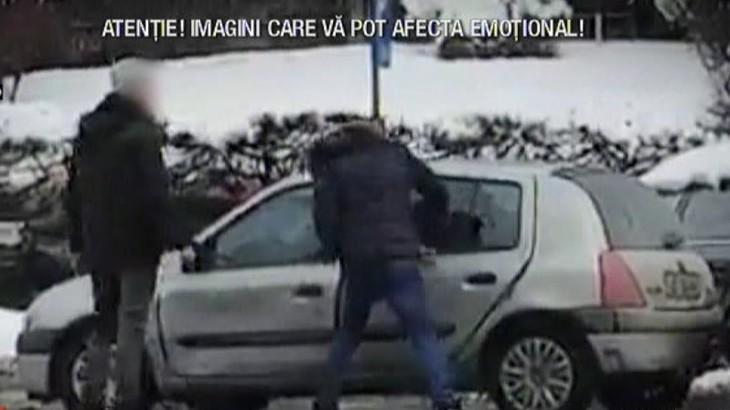 Rasturnare de situatie in cazul tanarului care dadea cu pumnii si cu bata intr-o masina! Adevarul este cu totul altul
