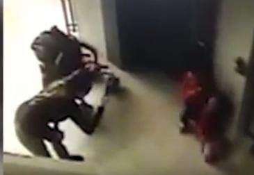 O fetita de doi ani a ajuns in stare grava la spital, dupa ce a alunecat pe o balustrade in mall. Mama era preocupata de telefonul mobil