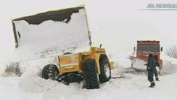 Situatia drumurilor e critica! In unele zone troienele au ajuns si la 3 metri!