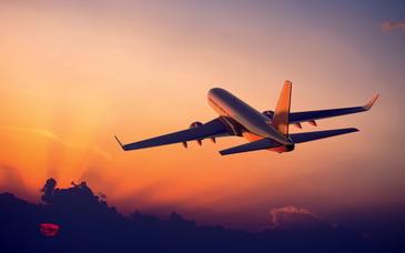 Un avion plin cu romani a revenit, de urgenta, pe aeroport din cauza unor probleme tehnice