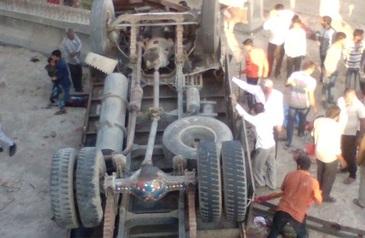 Accident rutier grav cu cel putin 25 de victime, in India. Un camion care transporta zeci de persoane s-a rasturnat intr-un canal de scurgere