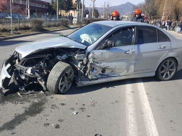 Accident rutier grav in Petrosani! Sapte persoane, printre care si un copil de cinci ani, au fost ranite