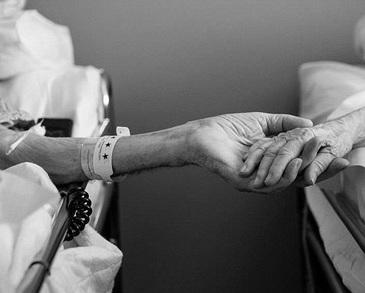 Actorul si cantaretul britanic Ken Dodd a murit la doua zile dupa ce s-a casatorit!