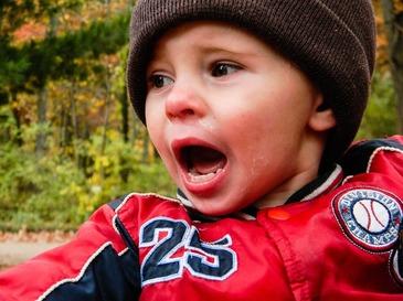 """Un baietel de 5 ani din Satu Mare si-a gasit mama fara suflare, in streang! Alexandra a lasat in urma 3 copii mici care nu vor mai avea cui sa spuna """"mama"""""""