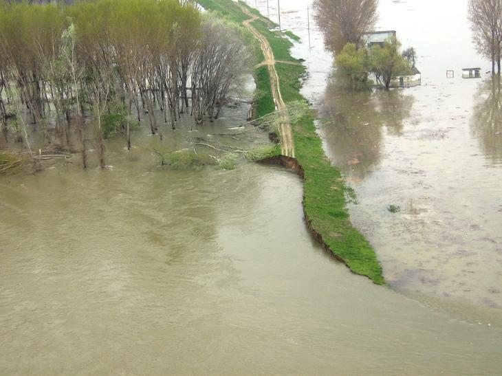 Inundatii in Dolj! Doua drumuri din judet au fost deja inchise din cauza viiturii!