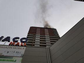 Incendiu intr-un bloc dintr-un ansamblu rezidential din Berceni. Locatarii sunt evacuati de urgenta