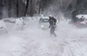 Cod Portocaliu de ninsoare si viscol in sudul tarii, inclusiv Bucuresti. Vezi harta zonelor afectate