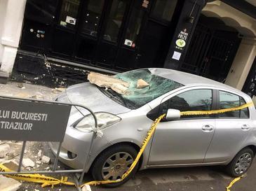 Un balcon s-a prabusit peste o masina in Centrul Vechi al Capitalei! A fost deschis dosar penal!
