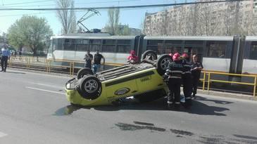 Accident grav in Capitala! Un taximetrist, care avea si un client in spate, s-a rasturnat cu masina!