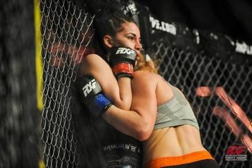 """Dovada ca Diana Belbita clacheaza in momentele importante! Inainte sa fie eliminata de la Exatlon, """"Printesa razboinica"""" a fost invinsa in partidele in care a luptat pentru titlul MMA!"""