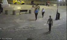 Momente de panica in Centrul Vechi al Capitalei! Un barbat a intrat cu o sabie printre cafenele, iar ce a urmat e demn de filmele politiste!