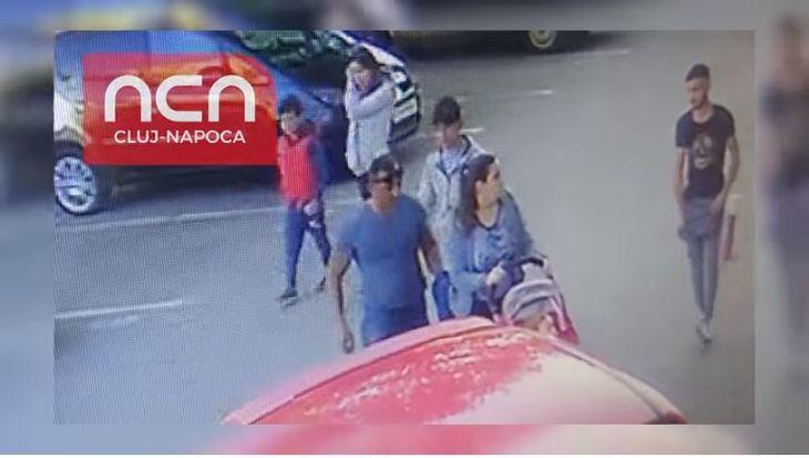 Trei romi au inconjurat o mama care isi plimba copilul, iar ce a urmat apoi este revoltator! Camerele de supraveghere din Cluj  Napoca au surprins totul