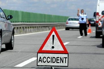 Trei persoane, ranite intr-un accident produs pe Autostrada Bucuresti-Pitesti. Traficul spre Capitala este complet blocat