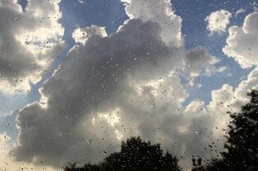 Meteorologii au actualizat prognoza meteo. Vremea rea si ploile vor continua si in zilele urmatoare