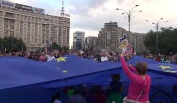 Mii de oameni protesteaza in Piata Victoriei! Jandarmii au facut cordon in jurul manifestantilor! Proteste de amploare si in restul tarii!