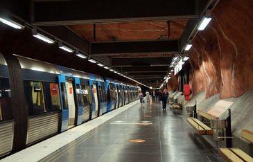 Scandal de proportii la metrou! Cativa indivizi s-au luat la bataie sub privirile calatorilor ingroziti! Cum s-a ajuns intr-o asemenea situatie este de necrezut!