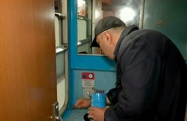 """In loc sa achizitioneze alte trenuri, cei de la CFR le """"modernizeaza"""" pe cele vechi! Cat costa toata aceasta """"cosmetizare""""!"""