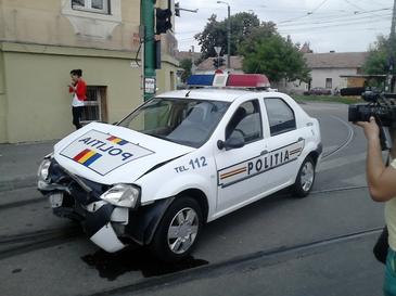 O fetita de patru ani din Pascani a fost lovita de catre o masina a Politiei in timp ce trecea strada!