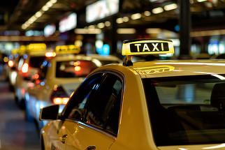 Se schimba din nou legea taximetriei. Cum vor fi afectate aplicatiile de ride sharing de acum inainte?