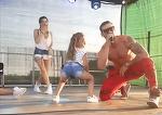 Imagini scandaloase la un concert din Jilava! Fetite de opt ani danseaza lasciv pe scena! IREAL