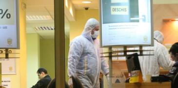 Alerta in Baia Mare! Doi indivizi mascati au jefuit o sucursala bancara. Au fugit cu o suma fabuloasa. Sunt filtre in tot orasul