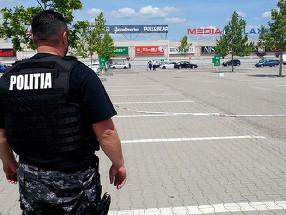 Valiza suspecta in parcarea unui complex comercial din Pitesti! Toata lumea a fost evacuata!