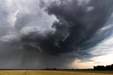Alerta meteo! Furtuni violente si ploi torentiale in mai multe judete din tara. Vezi lista zonelor afectate