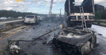 Accident devastator pe o autostrada din Statele Unite. 4 persoane au murit, alte 13 sunt ranite!