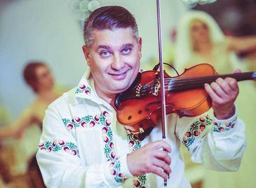 """Un celebru rapsod popular este pe patul de moarte, la doar 45 de ani! Prietenii violonistului Mitel Dragulin sunt disperati: """"Se zbate sa ramana in viata!"""""""