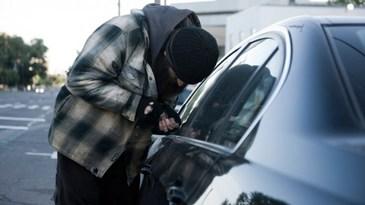 Un barbat din Giurgiu a furat o masina dintr-o benzinarie! Urmarire ca in filme cu politistii