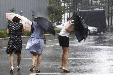 Alerta de vreme severa! Meteorologii avertizeaza: ploi, furtuni si grindina. Vezi zonele vizate