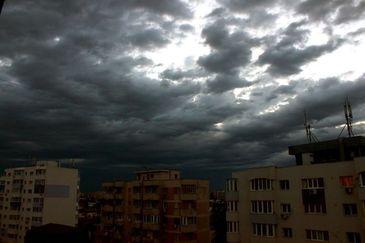 ALERTA meteo! Meteorologii avertizeaza: cod galben de furtuni. Vezi zonele vizate