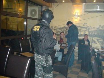 Legea pumnului este singura problema de rezolvare a problemelor in barurile din Romania! Imagini socante surprinse intr-un local din Cluj!