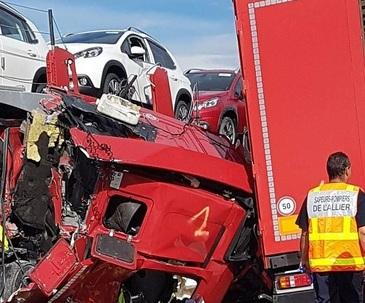 Accident cumplit in Franta! Au fost implicate cinci camioane. Un roman si un ceh au murit pe loc