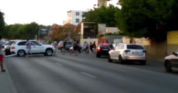 Rafuiala in traficul din Bucuresti! 12 echipaje de politie au intervenit la o bataie - Incidentul a fost surprins de catre trecatori