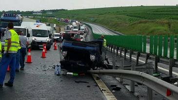 Accident pe Autostrada Sibiu - Orastie: Un mort si cinci raniti dupa ce doua autoutilitare s-au ciocnit