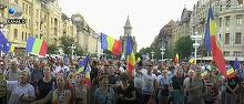 Aproximativ 7.000 de oameni au iesit aseara in fata Guvernului pentru a protesta, din nou, fata de modificarea codurilor penale
