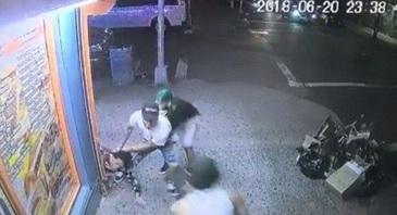 L-a batut pana l-a omorat! S-a intamplat chiar in fata unui magazin din cartier!