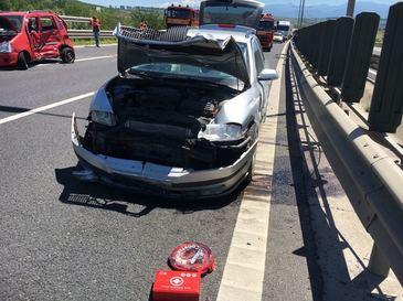 Sase victime in urma unui accident cauzat de o femeie care a intors masina pe autostrada A1 Sibiu - Sebes