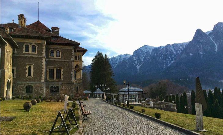 Un barbat a murit, dupa ce a cazut in fantana din curtea Castelului Cantacuzino. Afla cum  s-a ajuns la o asemenea tragedie!