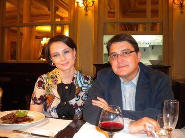 Ambasadorul Emil Hurezeanu castiga mai putin decat sotia afacerista! Reprezentantul Romaniei in Germania incaseaza peste 4.000 de euro pe luna!